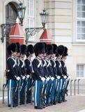哥本哈根,丹麦- 2012年5月17日:Ð ¡垂悬在王宫Amalienborg的仪仗队在哥本哈根 库存图片