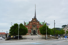 哥本哈根,丹麦- 2017年5月31日:在Børsgade街道的Børsen是17世纪证券交易所在哥本哈根的中心 库存照片
