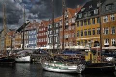 哥本哈根,丹麦- 2016年8月14日:小船在船坞Nyhavn 库存图片
