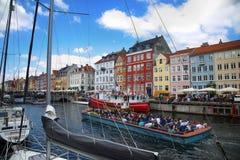 哥本哈根,丹麦- 2016年8月15日:小船在船坞Nyhavn 免版税库存图片