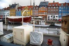 哥本哈根,丹麦- 2016年8月15日:小船在船坞Nyhavn 库存照片