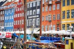 哥本哈根,丹麦- 2016年8月15日:小船在船坞Nyhavn 库存图片