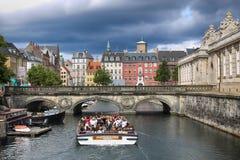 哥本哈根,丹麦- 2016年8月14日:运河,小船看法与 图库摄影