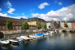 哥本哈根,丹麦- 2016年8月14日:运河,小船看法与 免版税库存照片
