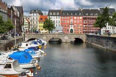 哥本哈根,丹麦- 2016年8月14日:运河,小船看法与 库存照片