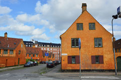 哥本哈根,丹麦- 2017年5月31日:黄色房子在Nyboder区,前海军营房历史的行格住宅区  库存图片