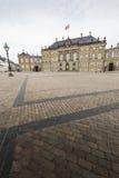 哥本哈根,丹麦- 9月8 :与雕象的城堡Amalienborg 免版税图库摄影