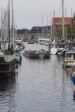 哥本哈根,丹麦- 9月8 :有小船的哥本哈根运河 免版税库存照片