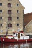 哥本哈根,丹麦- 9月8 :有小船的哥本哈根运河 免版税图库摄影