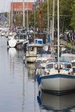 哥本哈根,丹麦- 9月8 :有小船的哥本哈根运河 免版税库存图片