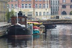 哥本哈根,丹麦- 9月8 :有小船的哥本哈根运河 库存图片