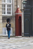 哥本哈根,丹麦- 9月8 :皇家卫兵在Amalienborg Cas 图库摄影