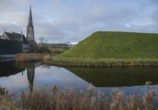 哥本哈根,丹麦-蓝天和教会 库存照片