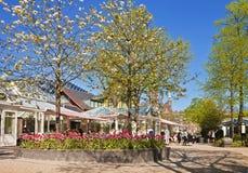 哥本哈根,丹麦- Tivoli庭院:亭子和花 库存图片