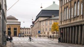 哥本哈根- 2016年10月23日:对画廊通过和某一Cyclers的一个看法 库存图片