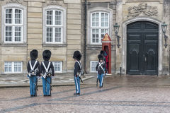 哥本哈根Amalienborg宫殿护卫 免版税库存图片