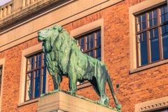 哥特人,瑞典- 2017年4月14日:在Universi的狮子雕象 图库摄影