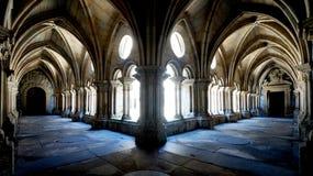 哥特式修道院庭院 库存照片