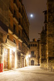 哥特式四分之一近的大教堂夜视图  库存照片