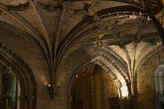 哥特式地下室天花板archs 免版税库存图片