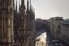 从哥特式大教堂中央寺院二米兰,意大利的看法 免版税图库摄影