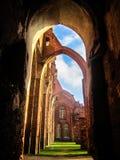 哥特式大教堂的废墟 免版税库存图片