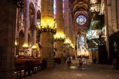 哥特式天主教大教堂内部在马略卡,西班牙 免版税库存图片