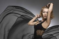 哥特式夫人创造性的时尚画象  免版税库存图片