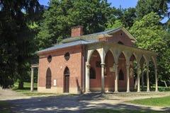 哥特式房子在浪漫公园在Pulawy,波兰 免版税库存照片