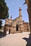 哥特式教会圣尼古拉斯被重建除服务作为清真寺尖塔,北塞浦路斯之外 库存图片