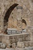 哥特式教会废墟在罗得岛镇的历史的中心 图库摄影