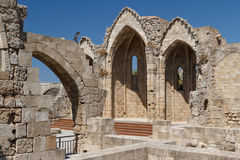 哥特式教会废墟在罗得岛镇的历史的中心 库存照片