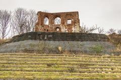 哥特式教会废墟从14/15世纪-在附近的Trzesacz 免版税库存照片