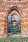 哥特式教会废墟从红砖的 免版税图库摄影