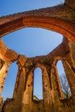 哥特式教会废墟 免版税图库摄影