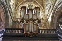 哥特式教会的器官仪器 库存照片