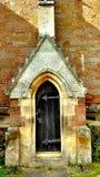哥特式教会的门 免版税库存图片