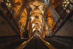 哥特式教会,巴塞罗那内部  免版税库存照片