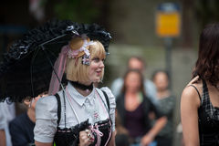 哥特式样式的少妇在乌得勒支穿衣 免版税库存照片