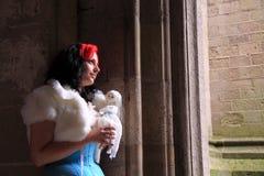 哥特式玩偶的女孩她的藏品 免版税库存照片