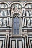 哥特式窗口在中央寺院大教堂,佛罗伦萨,意大利里 免版税库存照片