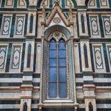 哥特式窗口在中央寺院大教堂,佛罗伦萨,意大利里 库存照片