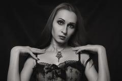 哥特式美丽的女孩 免版税库存图片