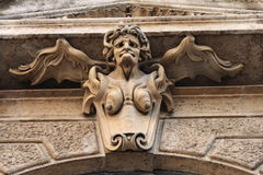哥特式老婆婆水母雕塑 免版税库存图片