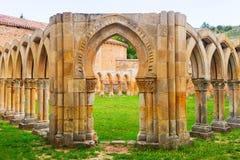 哥特式被破坏的修道院 库存照片