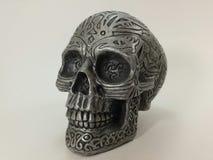 哥特式银色黑凯尔特头骨烟灰缸的goth 库存图片