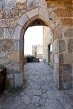 哥特式门城堡里斯本 免版税库存图片