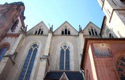 哥特式,罗马式和巴洛克式的建筑学在Wetzlarer Dom大教堂里在韦茨拉尔,德国 免版税库存照片