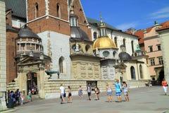 哥特式Wawel城堡在克拉科夫在波兰被修造了从1333到1370 免版税库存照片