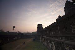 吴哥窟早晨,柬埔寨的太阳上升 图库摄影
